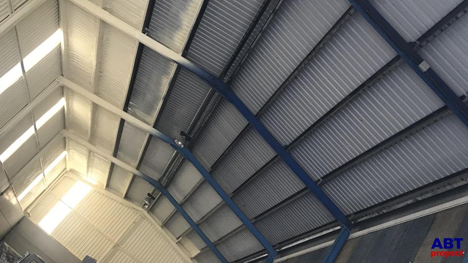 Aislamiento de cubierta metálica